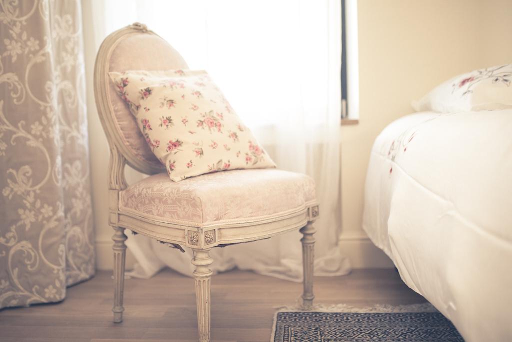 zoom sur une chaise ancienne
