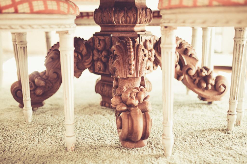 pied de table en chêne sculpté